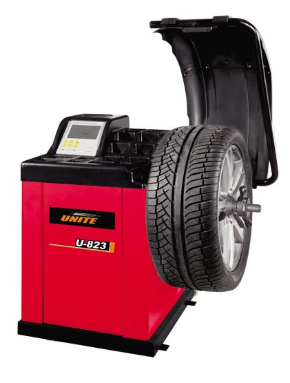 U-823 self-calibrating computer wheel balancer